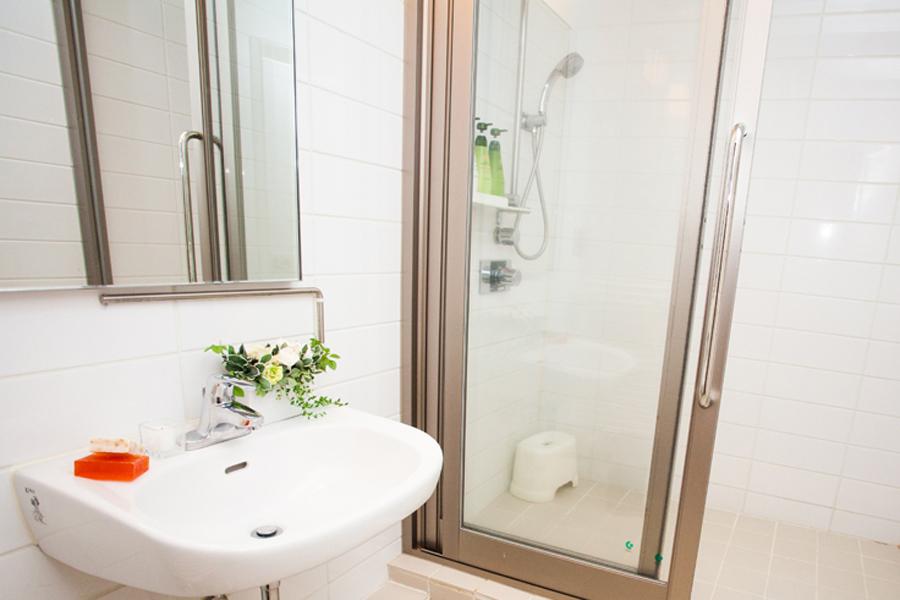 Itoku 1 Bathroom