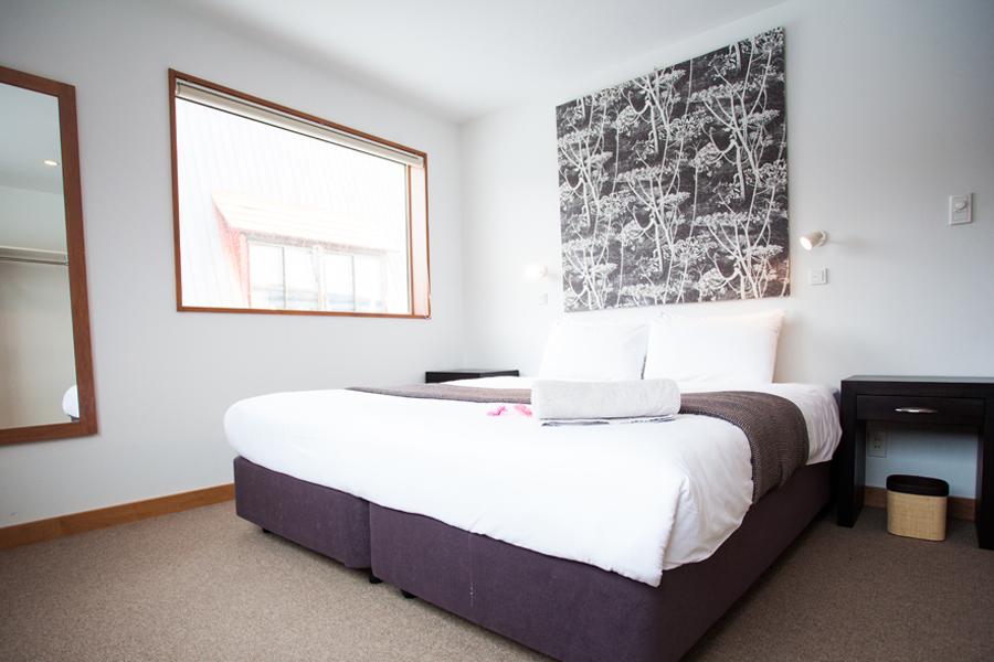 Itoku 1 King Bed